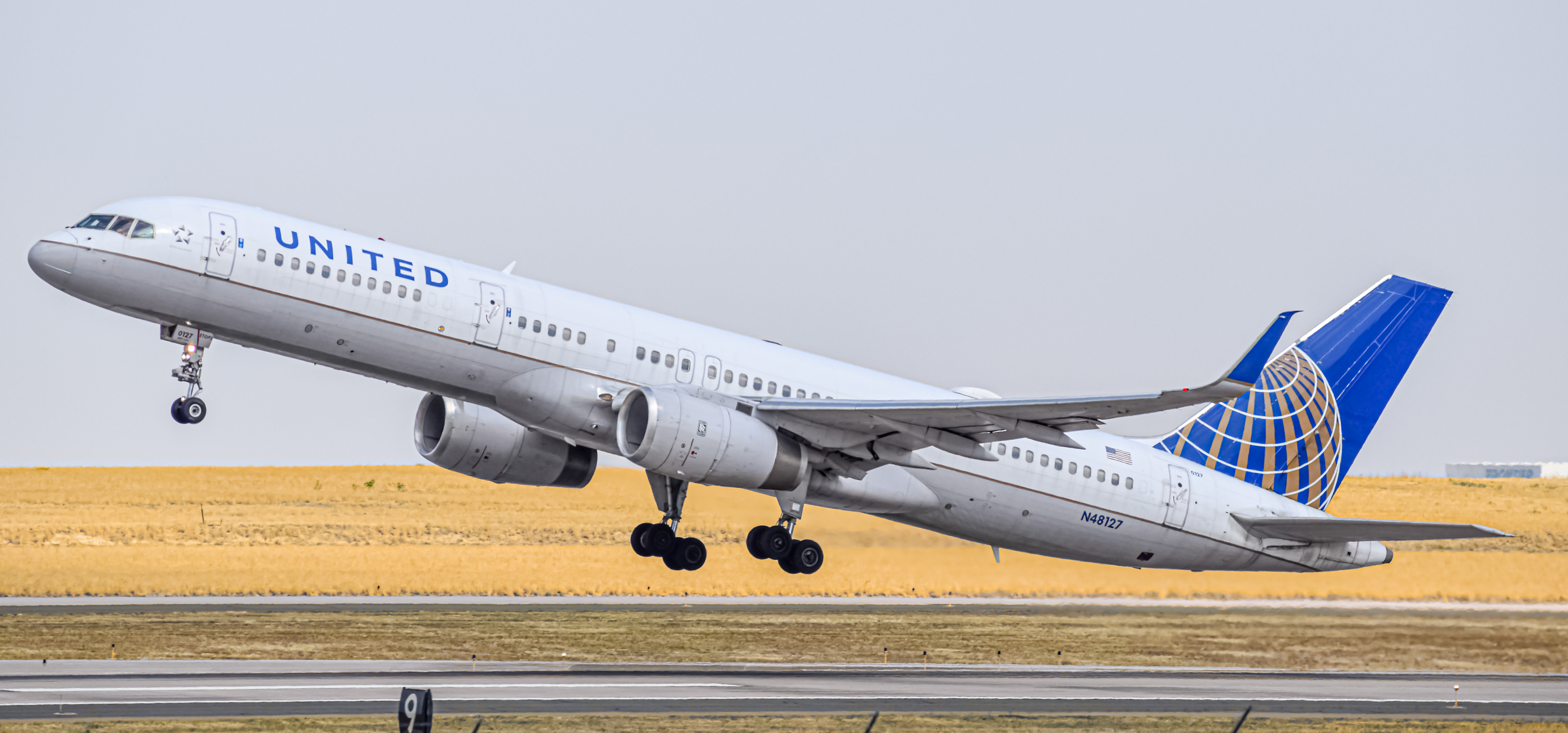 Photo of N48127 - United Airlines Boeing 757-200 at DEN