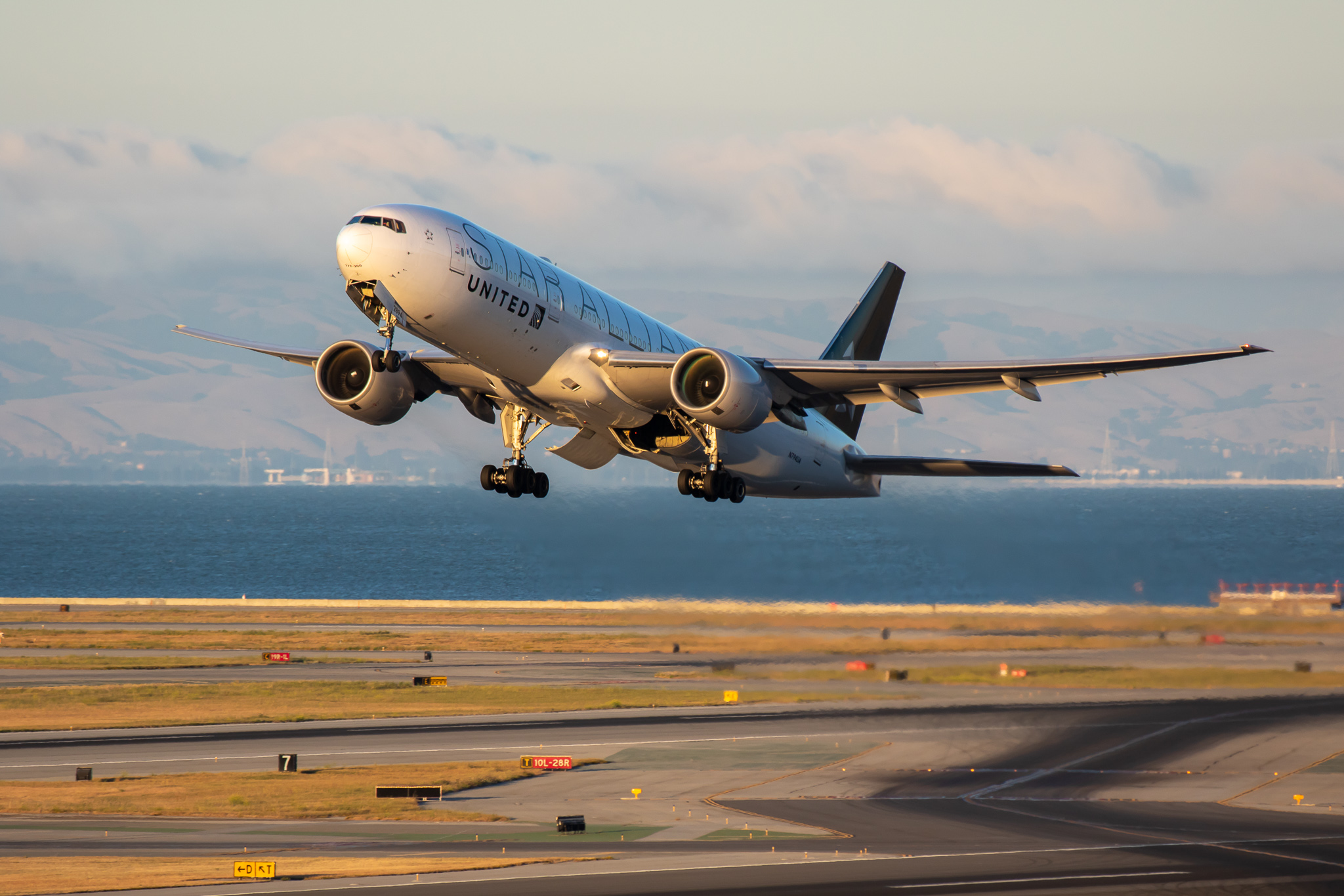 Photo of N794UA - United Airlines Boeing 777-200 at SFO
