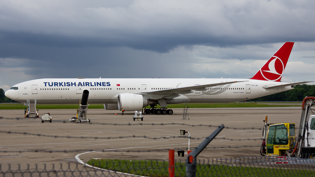 Photo of TC-LJD - Turkish Airlines Boeing 777-300ER at LCK
