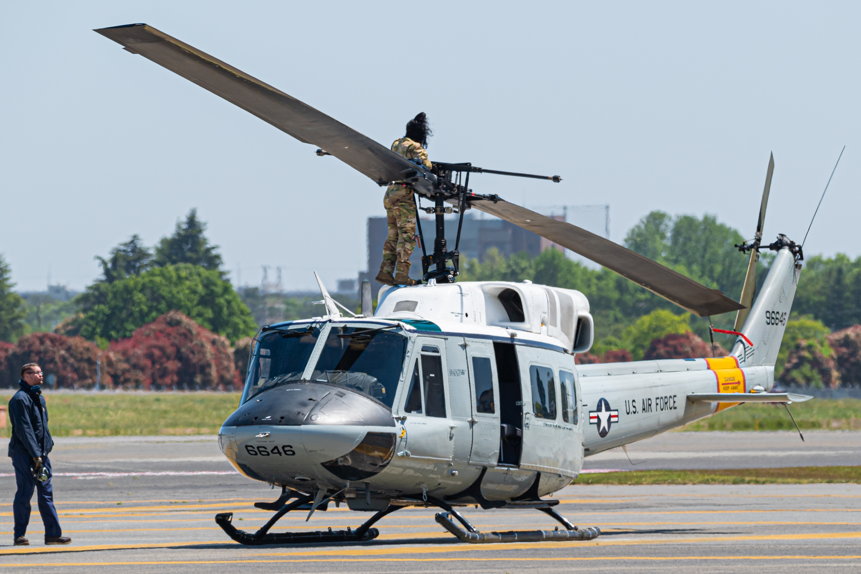 69-6646) US Air Force Bell UH-1 Huey/Iroquois by Nicolas Williams ...