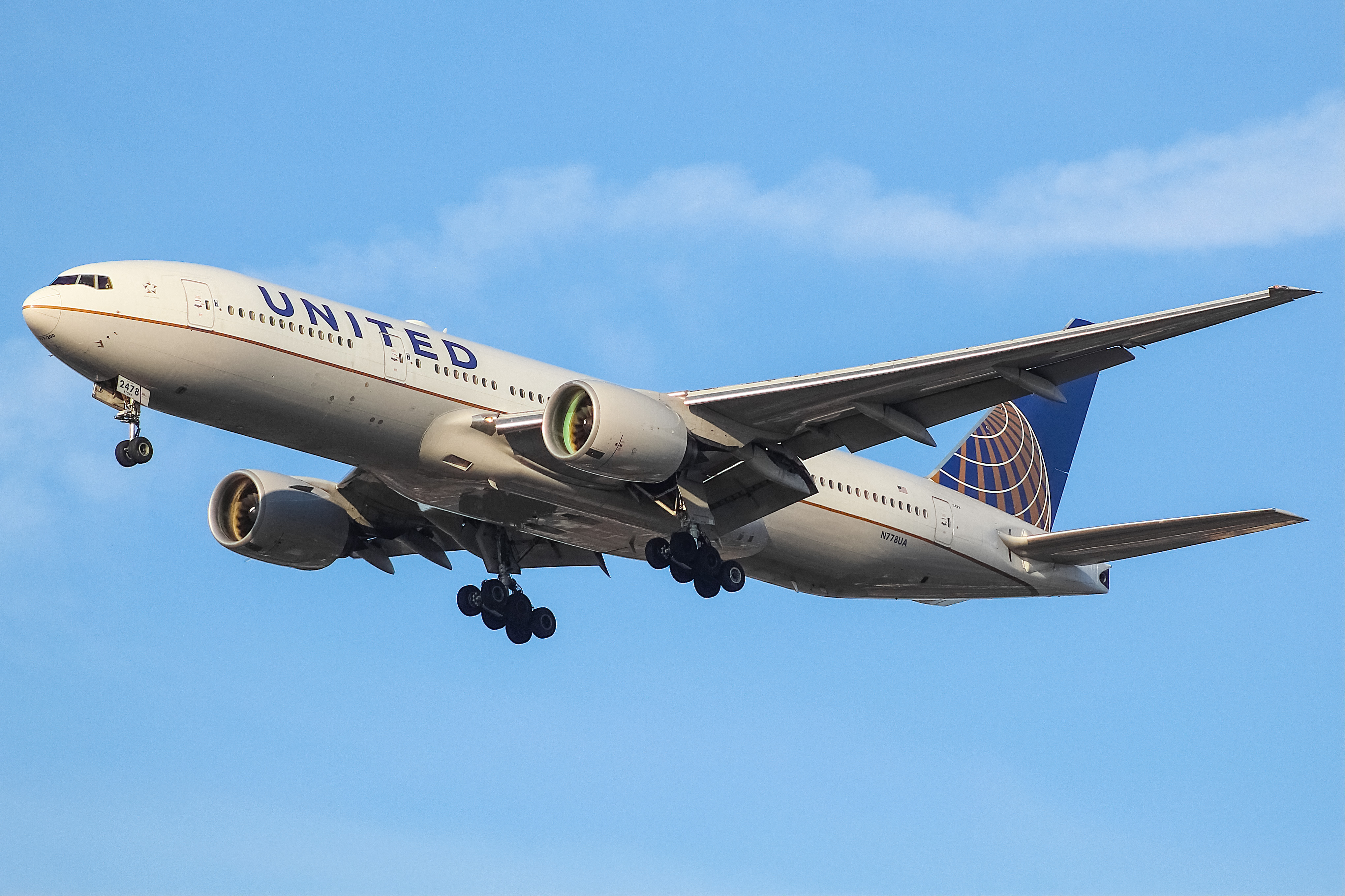 Photo of N778UA - United Airlines Boeing 777-200 at ORD