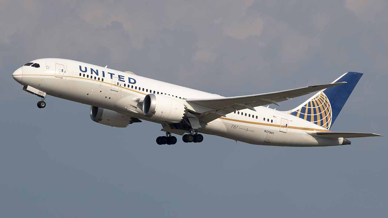 Photo of N27901 - United Airlines Boeing 787-8 at IAD