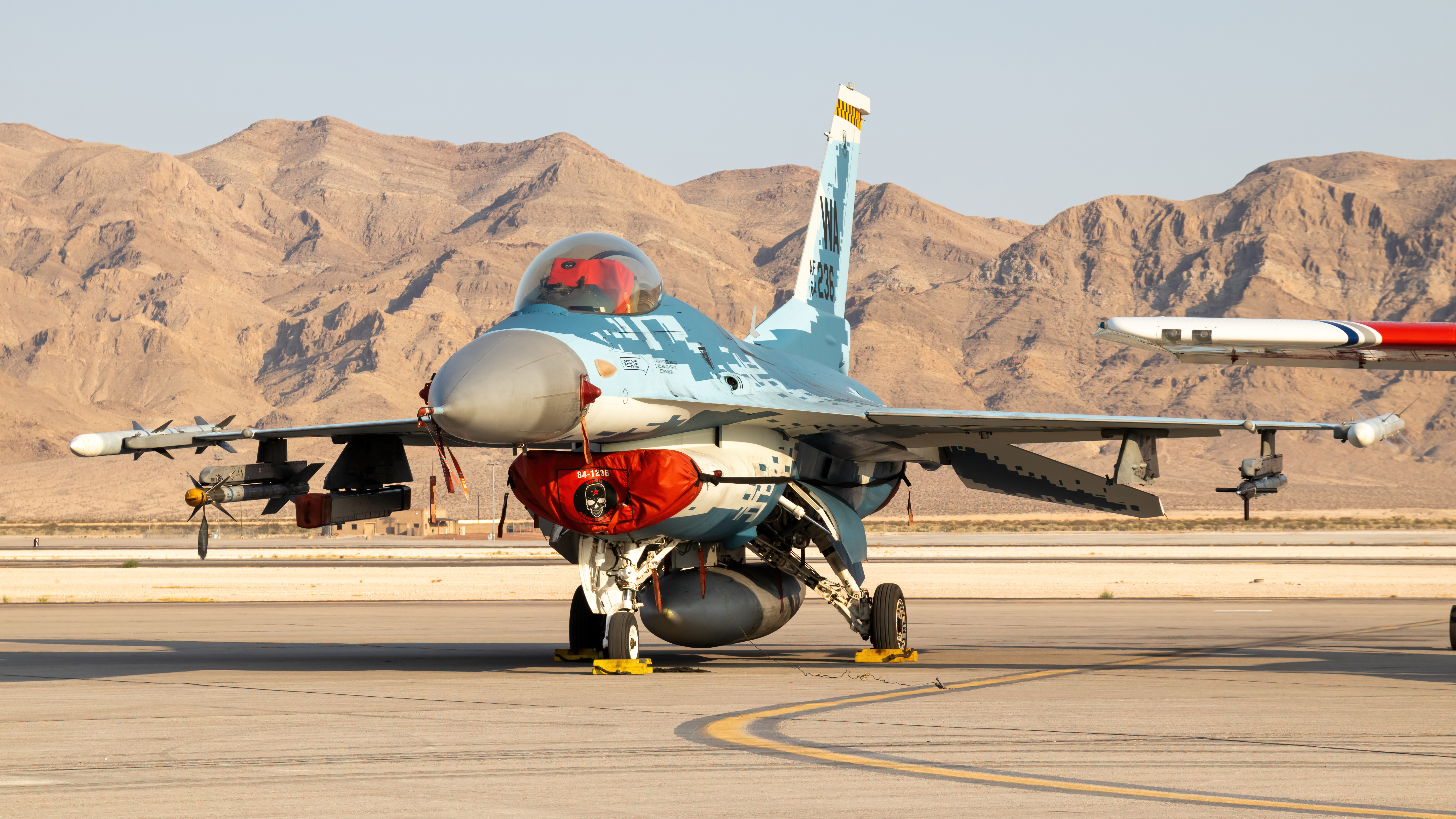 Photo of 84-1236 - USAF General Dynamics F-16 Fighting Falcon at LSV