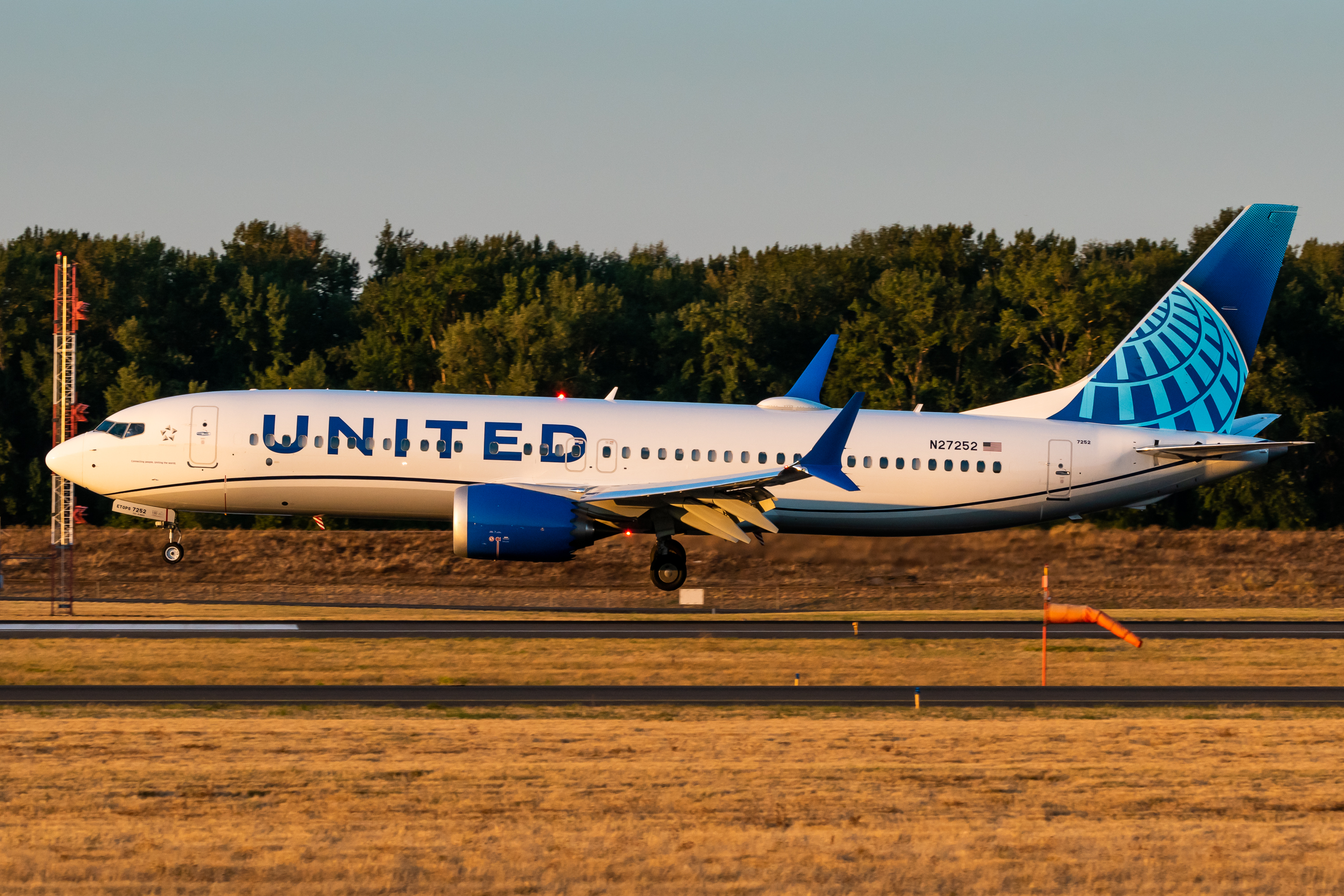 Photo of N27252 - United Airlines Boeing 737 MAX 8 at PDX