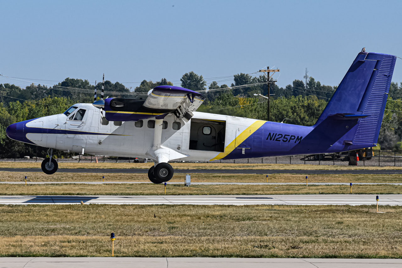 Photo of N125PM - PRIVATE De Havilland DHC-6 at LMO