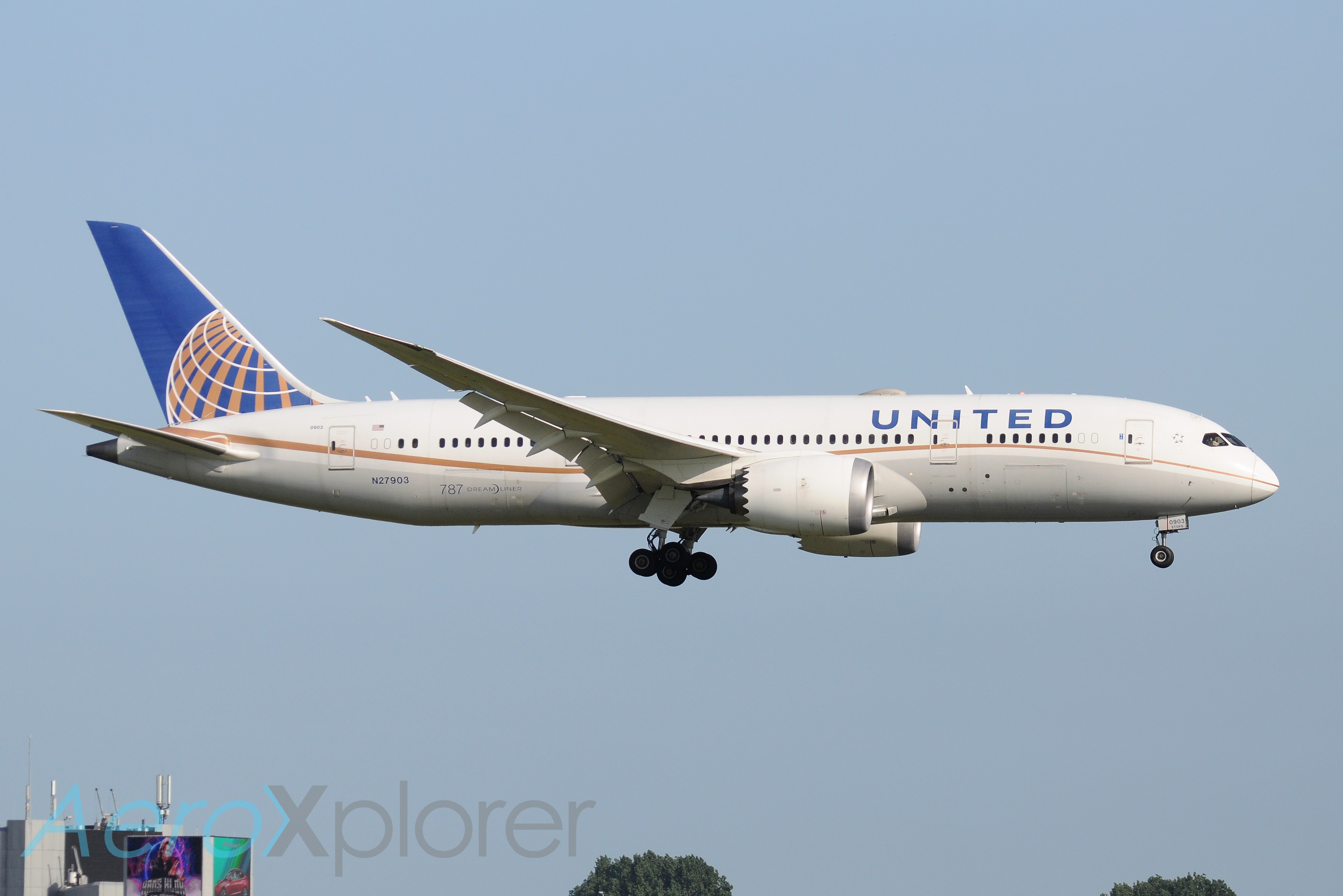 Photo of N27903 - United Airlines Boeing 787-8 at AMS