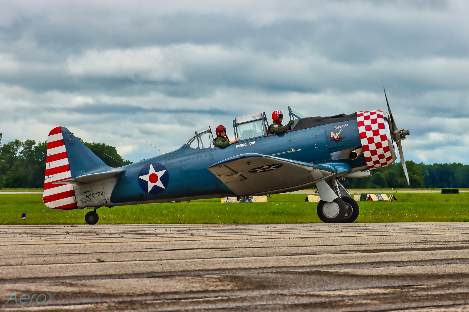 Photo of N257DB - PRIVATE North American T-6 Texan at SGH