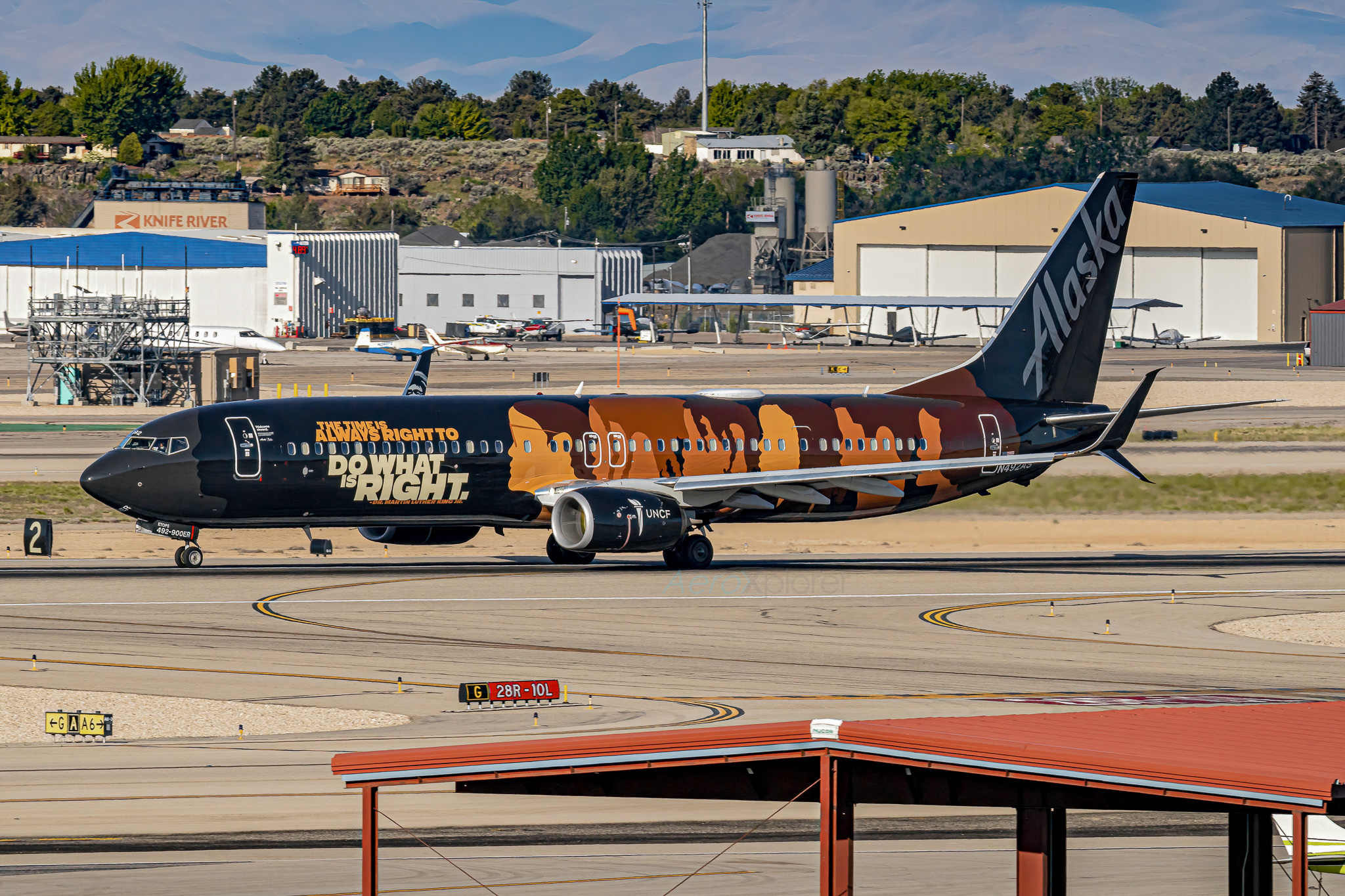 Photo of N492AS - Alaska Airlines Boeing 737-900ER at BOI