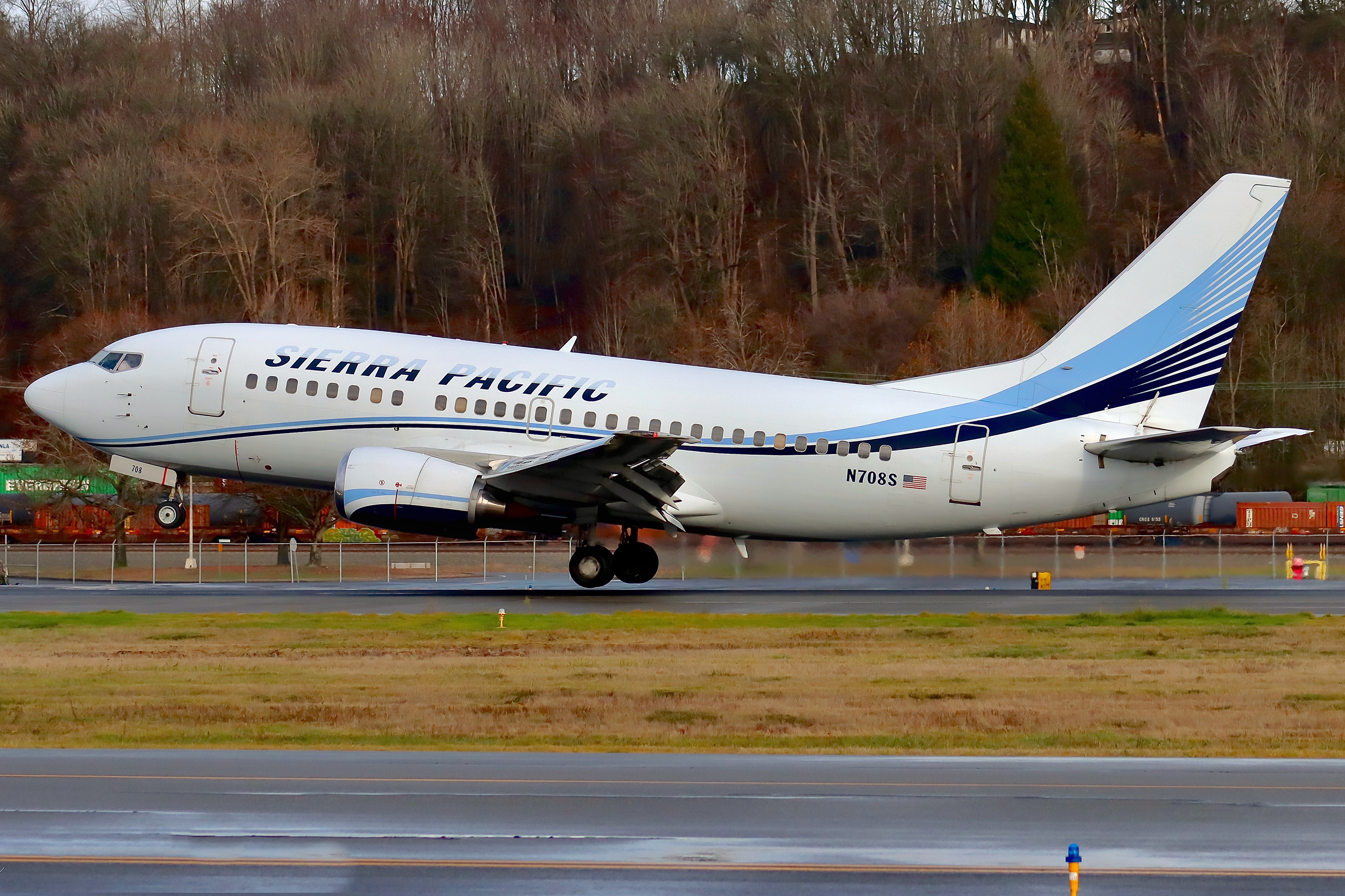 Photo of N708S - Sierra Pacific Airlines Boeing 737-500 at BFI