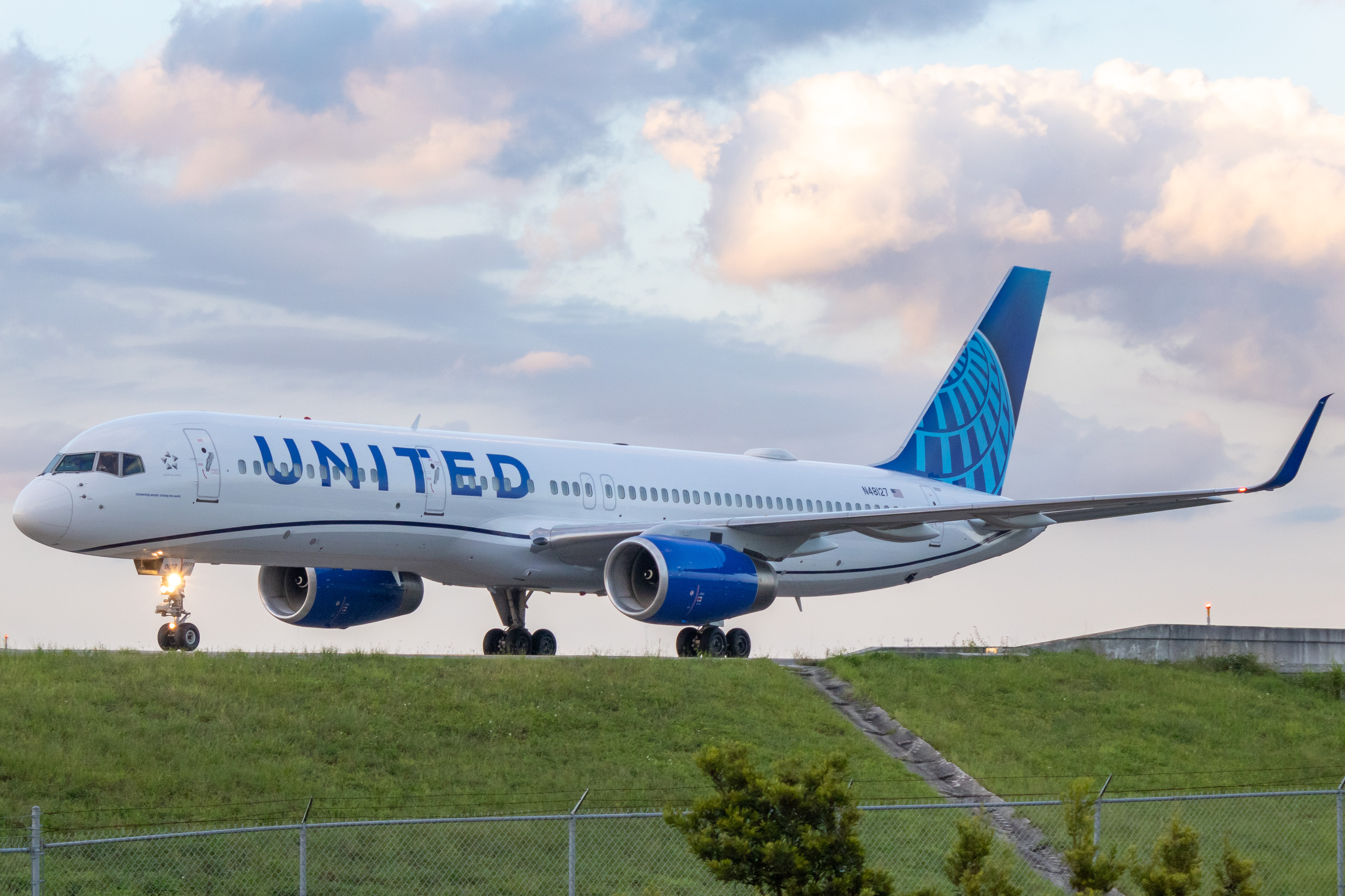 Photo of N48127 - United Airlines Boeing 757-200 at MCO