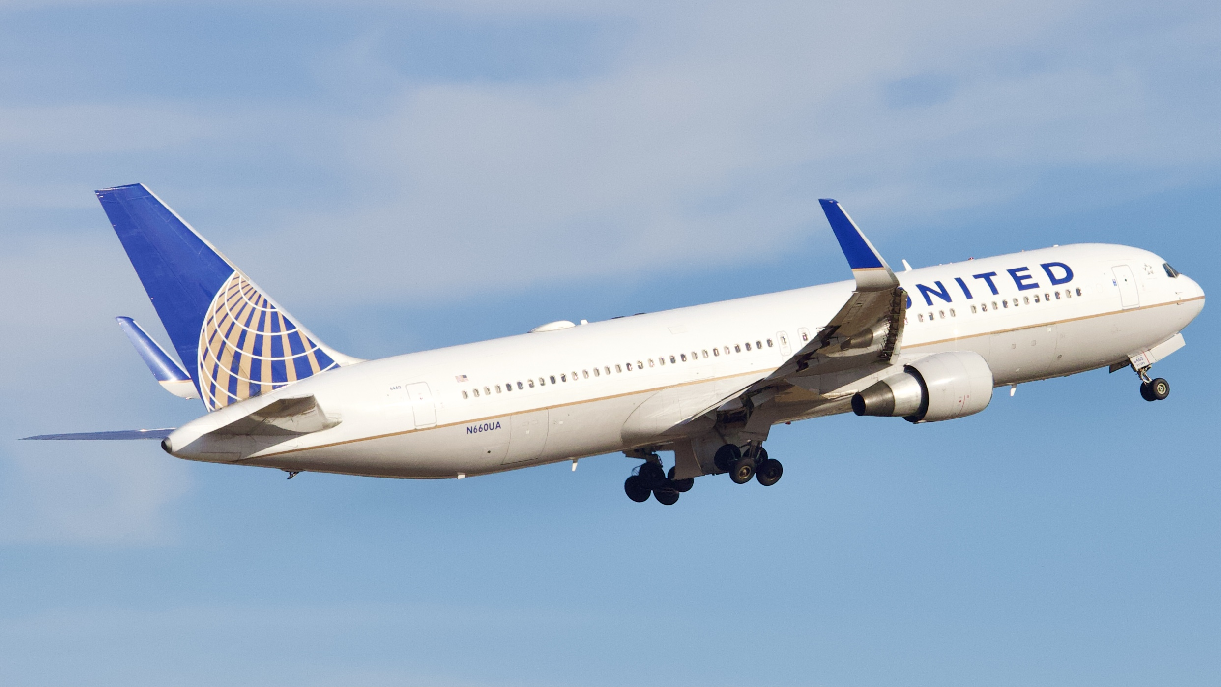 Photo of N660UA - United Airlines Boeing 767-300ER at IAH