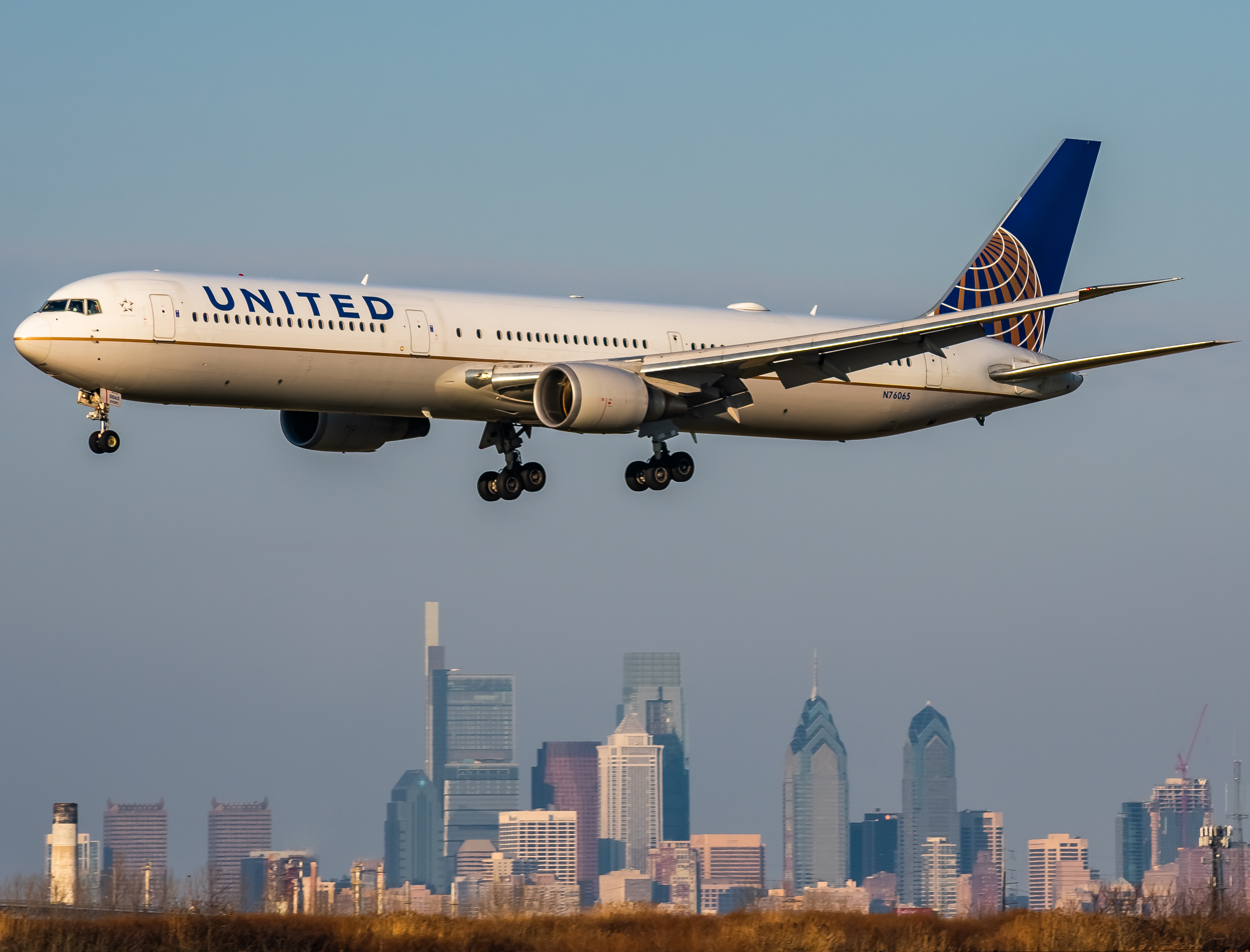 Photo of N76065 - United Airlines Boeing 767-400 at PH: