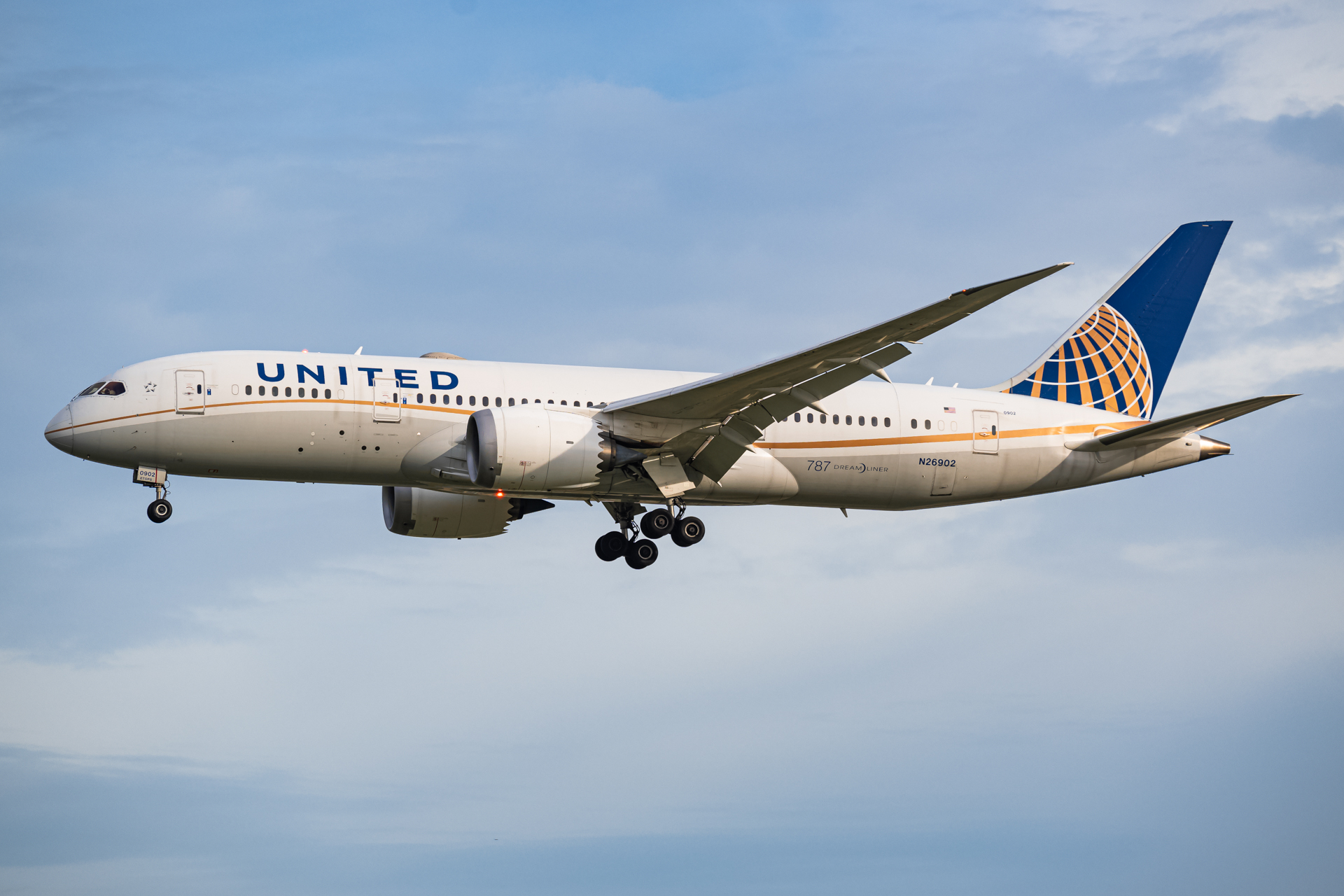 Photo of N26902 - United Airlines Boeing 787-8 at SIN