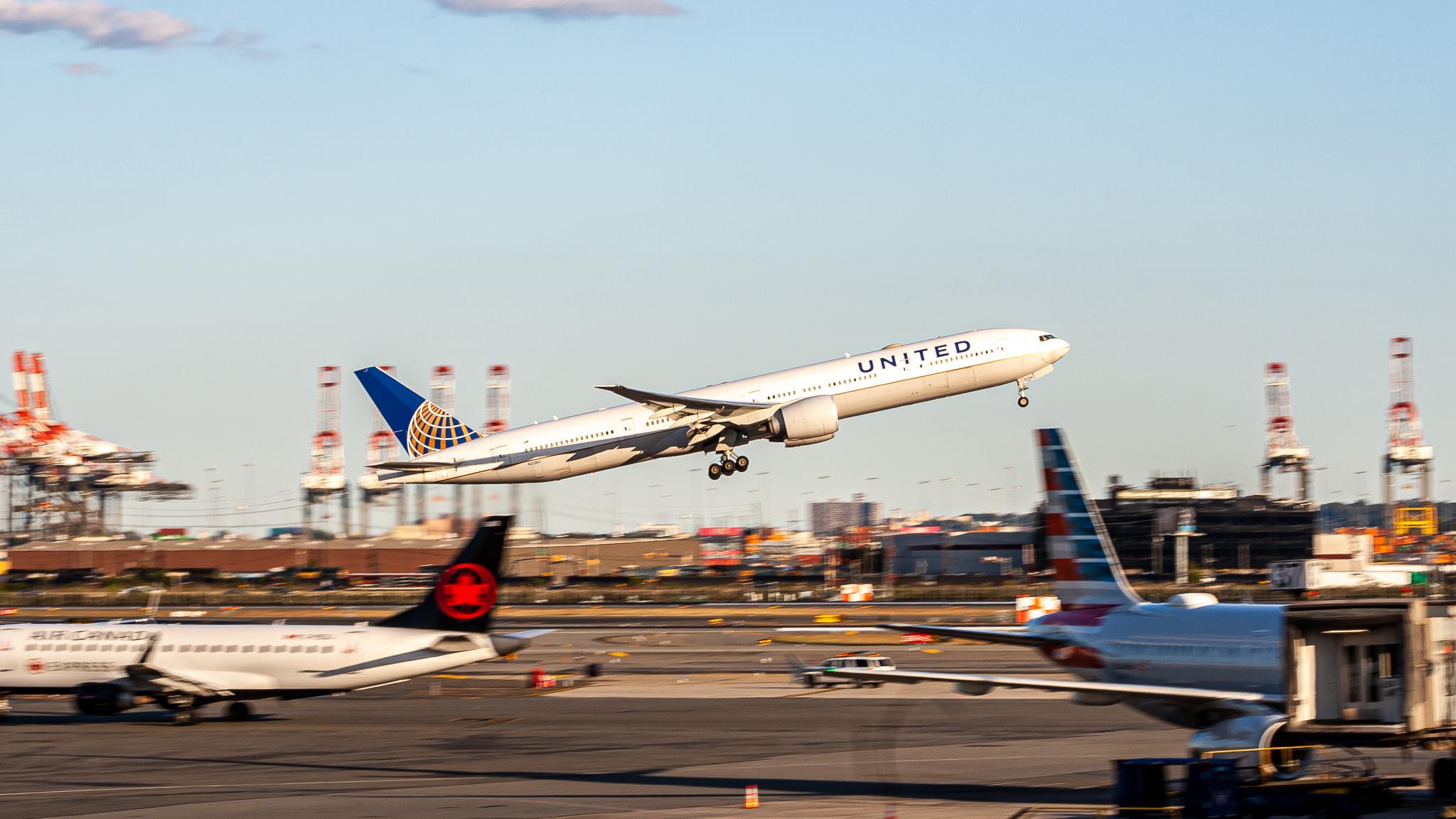 Photo of N2136U - United Airlines Boeing 777-300ER at EWR
