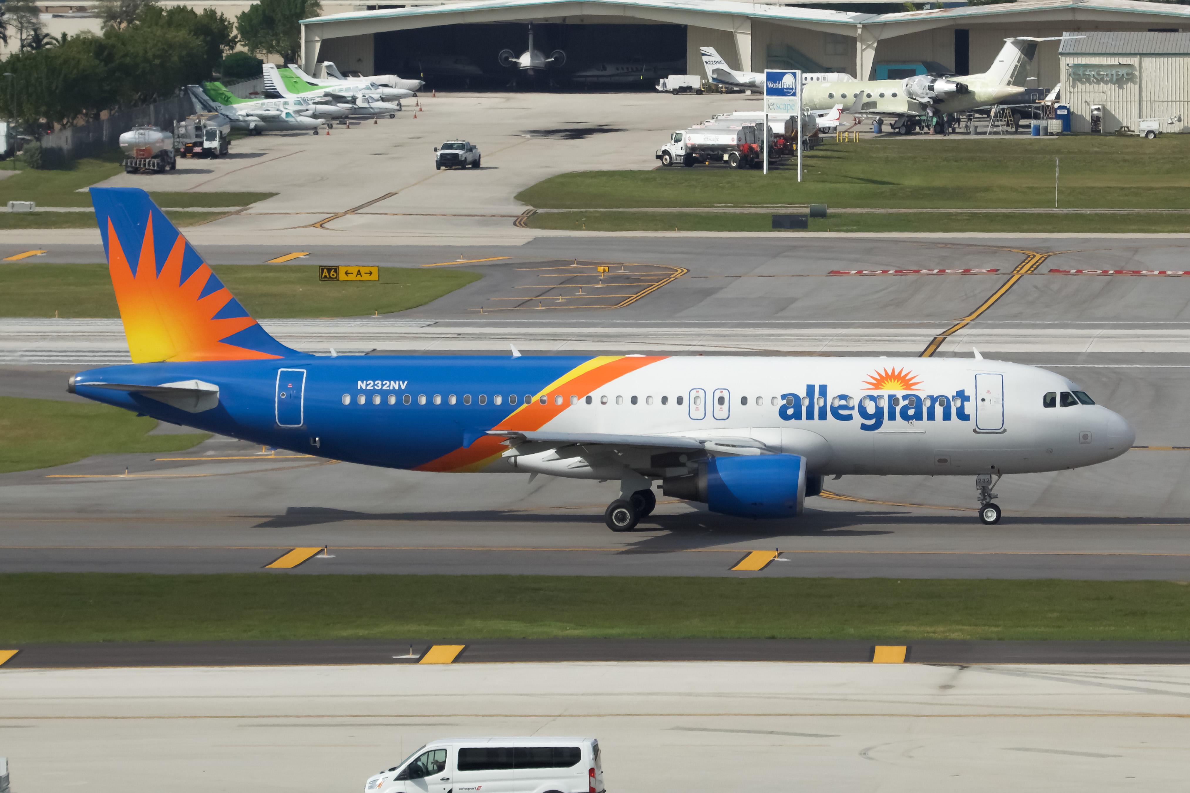 Photo of N253NV - Allegiant Air Airbus A320 at FLL
