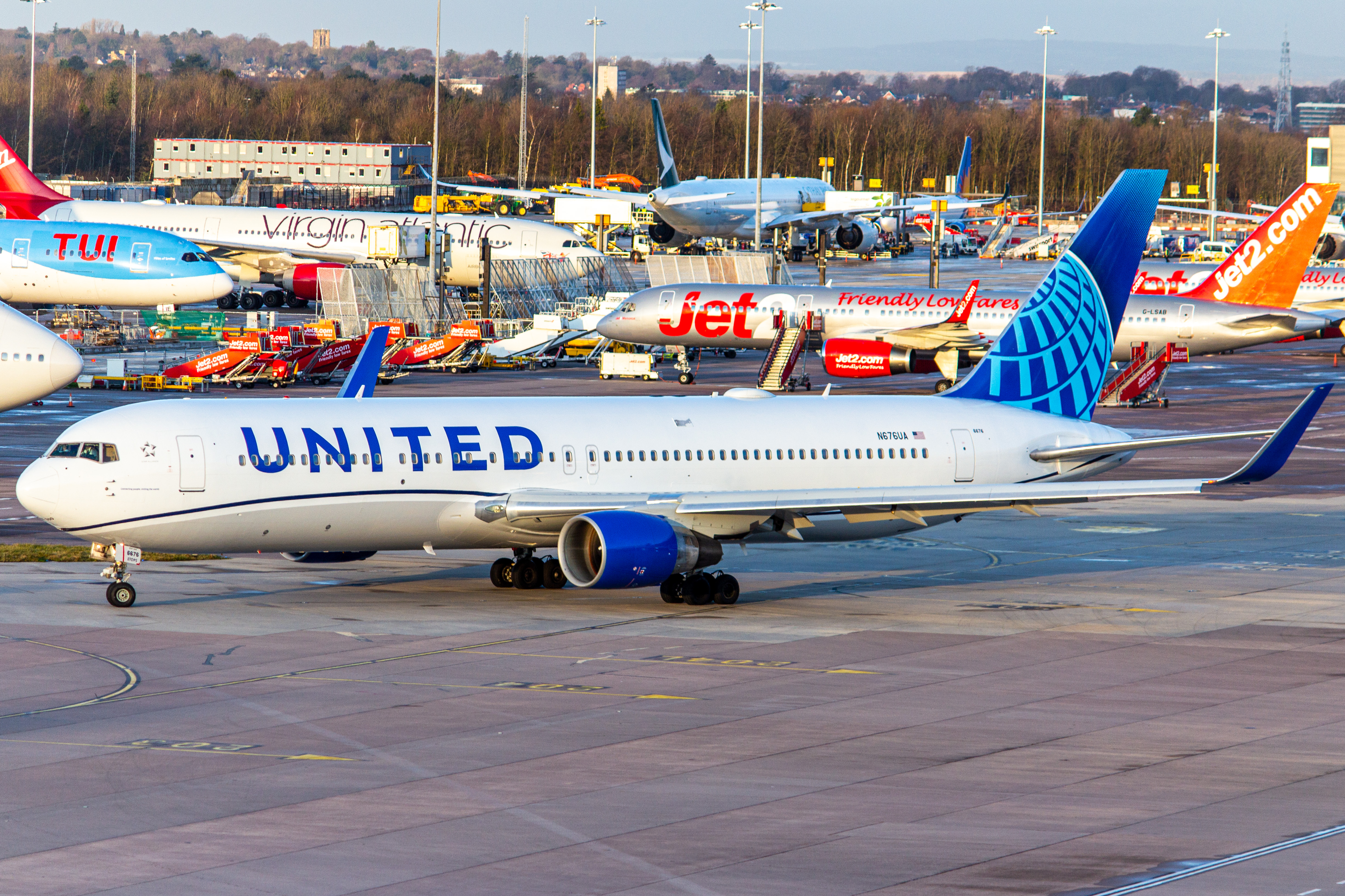 Photo of N676UA - United Airlines Boeing 767-300ER at MAN