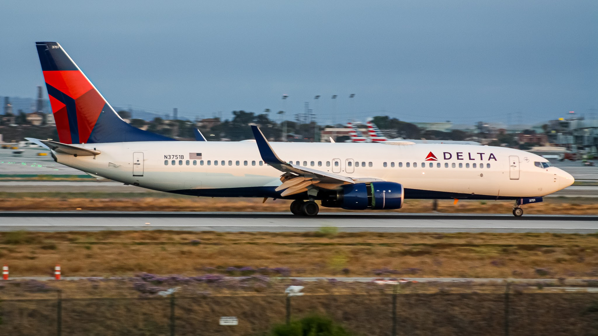 Photo of N3751B - Delta Airlines Boeing 737-800 at LAX